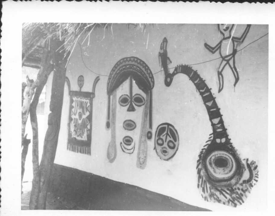 Desenhos tchokwe numa cubata