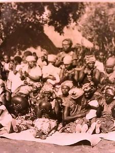 Coro de mulheres nas festas tribais