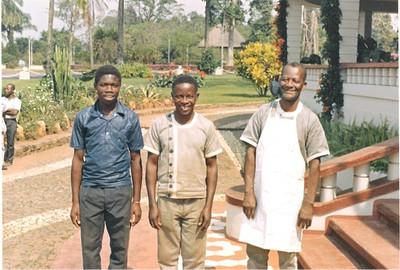 Xico (de avental)- chefe cozinheiro da K18