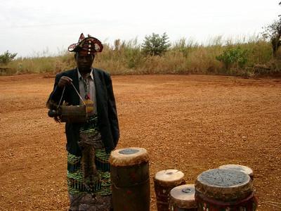 Soba Tchimba com Ikanza instrumentos de circuncisao 2004