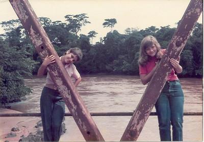 1974 - Rio Chicapa - Zezinha Gameiro e  Teresa Gameiro