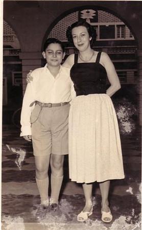 1953-C.P. do Dundo  - Jorge, (filho do Leopoldo R. de Sousa) e Pilar.