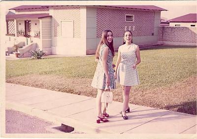 Dundo 1971 Gloria Neto e Lisa Pereira