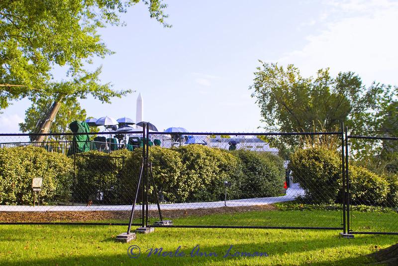 1600 Pennsylvania Avenue NW Washington, DC 20500 - News platform on the White House Lawn. Washington Monument in the background.
