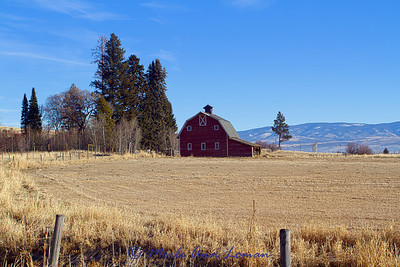 Barn west of Victor in the Bitterroot Valley