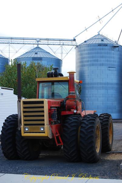 8 wheeled tractor in Hartline, Washington