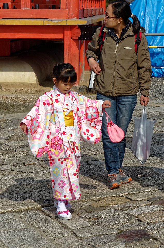 A little visitor dancing happily in her temporary kimono