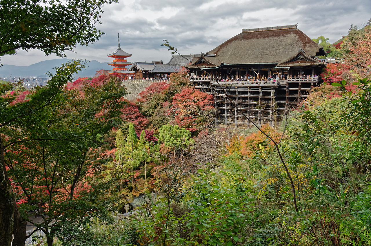 The main hall, perched on a cliff of Mt. Otowa, was reconstructed in 1633. The viewing stage, which extends out over the cliff, is supported by pillars that are over 40 feet high. The floor is covered with more than 410 Japanese cypress boards.