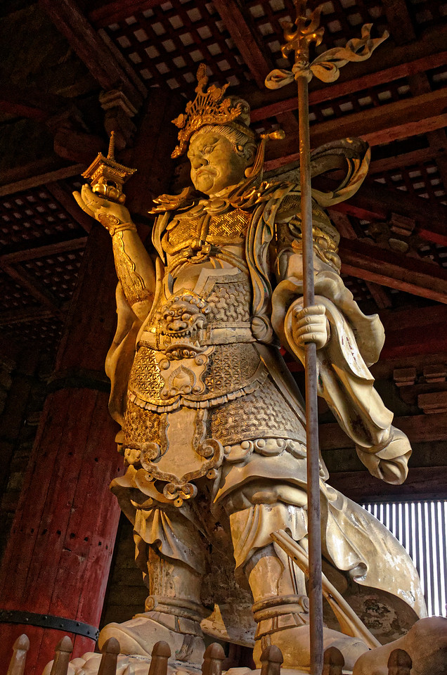 Tamonten is another of the Four Heavenly Guardian Kings. A symbolic defender of Buddhism, he holds a pagoda in his right hand and a trident in his left.