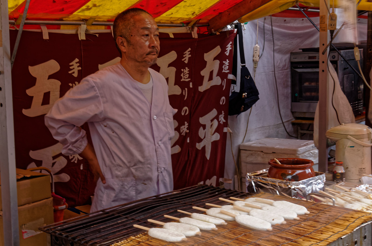 Skewered rice cakes for sale along the way to Fushimi-Inari shrine