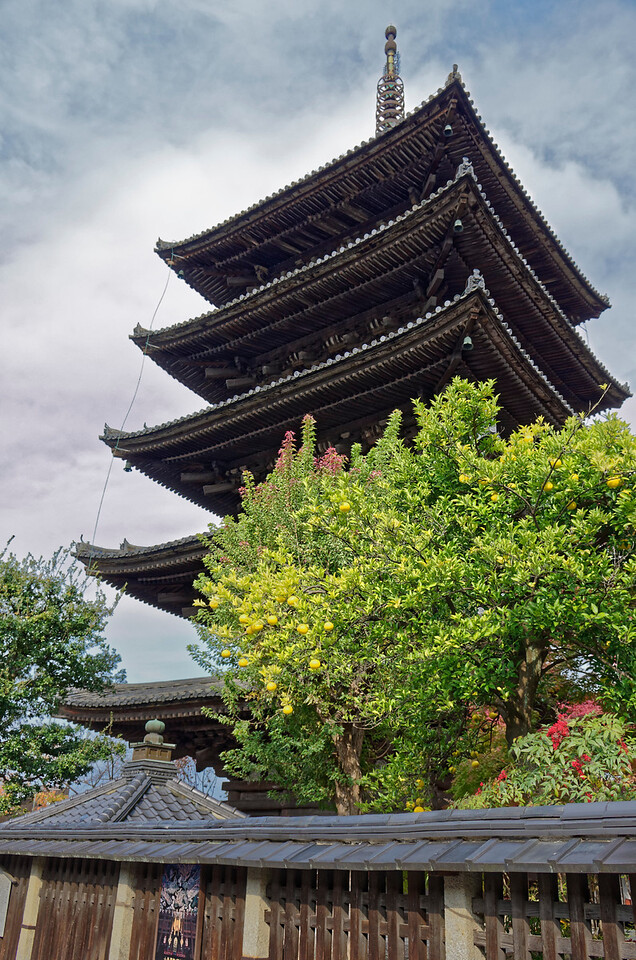 Hokan-ji Temple, to which Yasaka pagoda belongs, was founded in 589. The temple was destroyed by fire several times over the centuries. The current pagoda was erected in 1440.