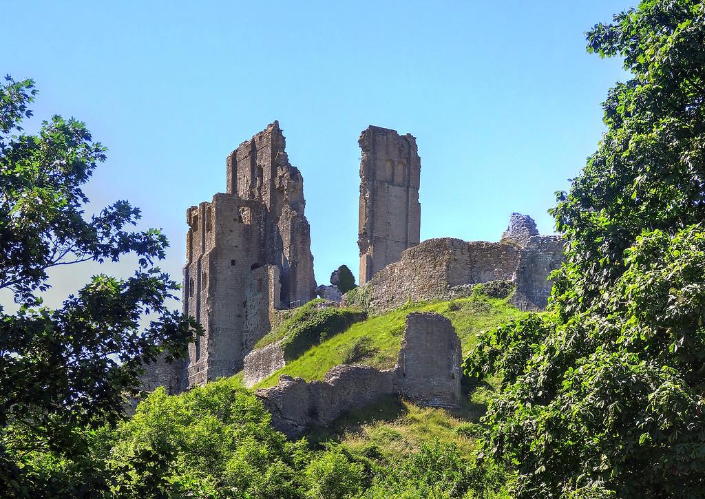 A final view of the iconic remains of Corfe Castle.