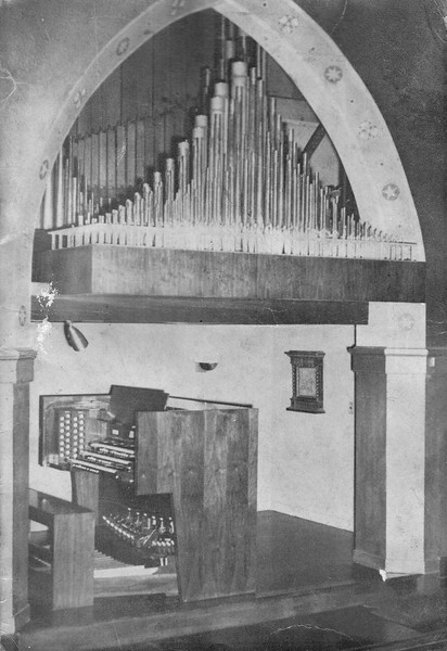 Console of the McManus organ of 1962