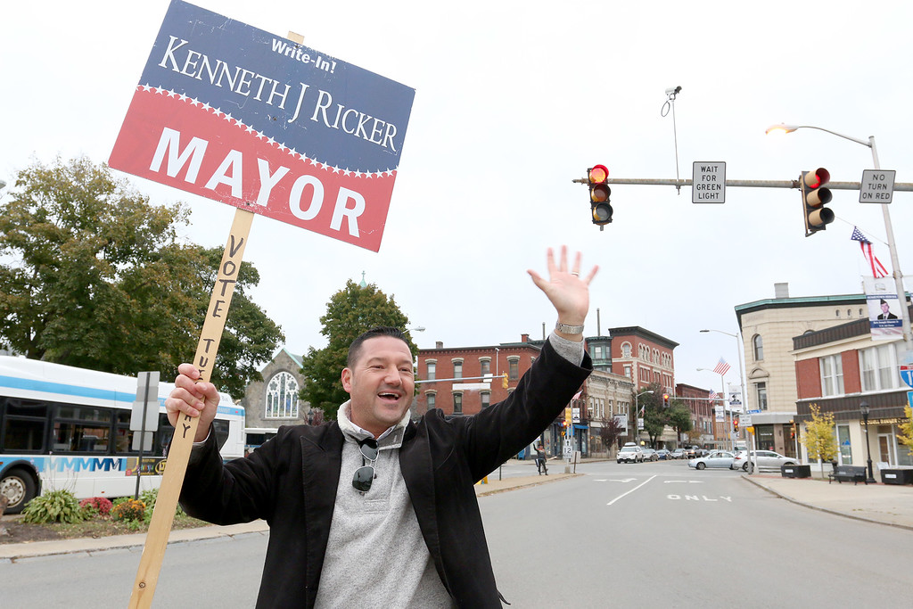 . Kenneth Ricker a write in candidate for mayor of Leominster waves to vehicles as the drive through Monument Square on Tuesday afternoon. SENTIENL & ENTERPRISE/JOHN LOVE