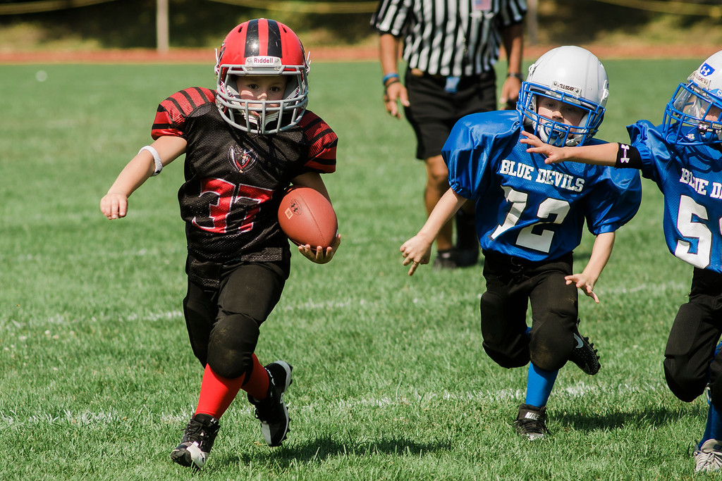 . The Fitchburg Youth Football teams faced off against Leominster on Saturday, September 16, 2017 at Crocker Field. SENTINEL & ENTERPRISE / Ashley Green
