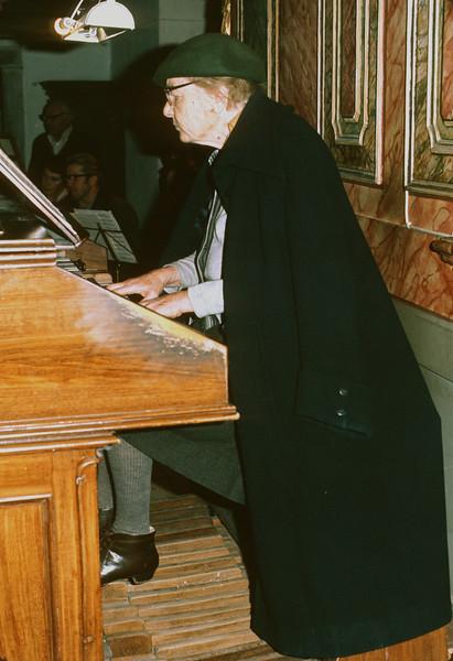 Frau Schulrat Schnitzer