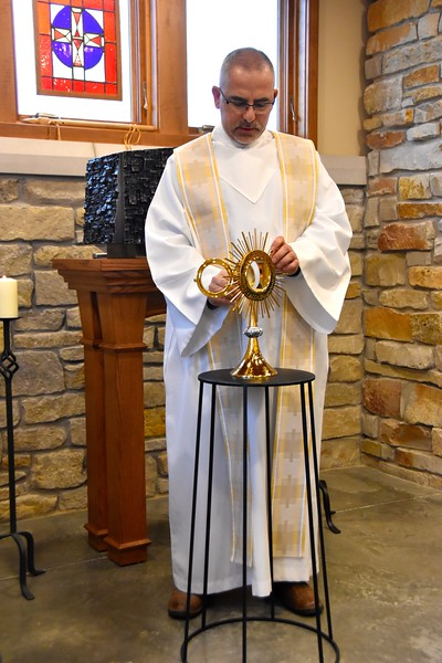 Fr. Andrzej leads Adoration at the novitiate