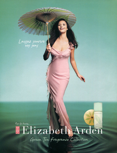 ELIZABETH ARDEN Green Tea 2003 Belgium (format 23 x 29,5 cm) 'Laissez sourire les sens - Green Tea Fragrance Collection'<br /> <br /> MODEL:  Catherine Zeta-Jones, PHOTO: Mark Seliger