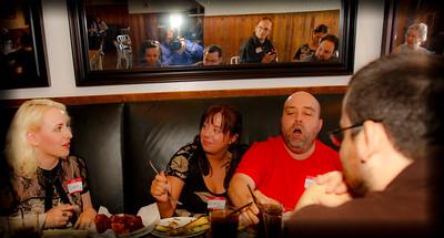@LorenLa @Mia @ WOW look at everyone in the mirro