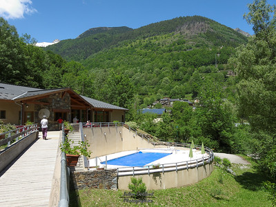 Marc - Centre de vacances - Le bar et la piscine
