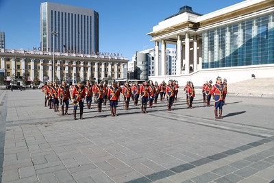 2020 оны аравдугаар сарын 23. Монгол Улсад Генерал цол бий болсны 76 жилийн ойд зориулан генералууд Их Эзэн Богд Чингис хааны хөшөөнд хүндэтгэл илэрхийлж, Их жанжин Д.Сүхбаатарын хөшөөнд цэцэг өргөлөө. ГЭРЭЛ ЗУРГИЙГ Д.ЗАНДАНБАТ/MPA