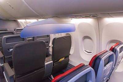 American Airlines Boeing 737 MAX-8 N304RB 11-29-17 5