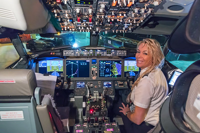 American Airlines Boeing 737 MAX-8 N304RB 11-29-17 6