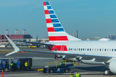 American Airlines Boeing 737 MAX-8 N304RB 11-29-17 12