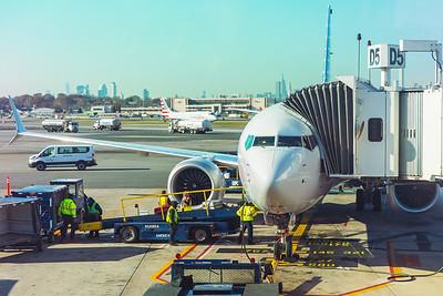 American Airlines Boeing 737 MAX-8 N304RB 11-29-17 11