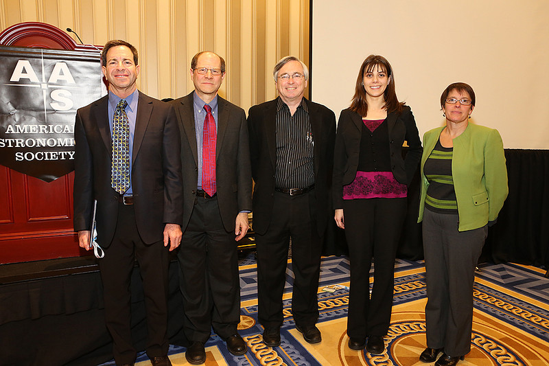 A press reception on Wednesday evening celebrated the winners of the American Institute of Physics (AIP) Science Communication Awards. Jeffrey Bennett received the prize in the writing-for-children category for his book <i>Max Goes to the Moon.</i> Tom Siegfried (center) received the prize in the science-writing category for an essay on the Higgs boson published in <i>Science News</i> magazine. Fred Dylla, AIP's CEO and Executive Director; Jennifer Lee, Senior Science Writer in AIP's Science News & Media Services department; and  Cathy O'Riordan, AIP's Vice-President for the Physics Resources Center hosted the reception and bestowed the honors. AAS photo © 2014 Joson Images.