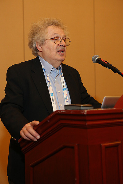 "Steve Maran, Special Advisor to the AAS Executive Officer, organized a half dozen half-hour talks aimed at amateur astronomers. Few amateur astronomers registered for the meeting, but the ""amateur"" talks were well attended anyway, mostly by undergraduates who appreciated hearing about cutting-edge research in jargon-free language. AAS photo © 2014 Joson Images."