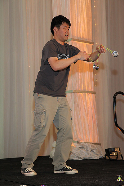 A highlight of the DC meeting was the first-ever AAS open-mic night. Among the dazzling demonstrations of talent was that of Yo-Yo virtuoso Wayne Ngan (University of Toronto). AAS photo © 2014 Joson Images.