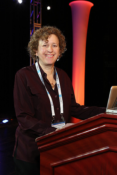 "The second invited talk on Monday morning, ""Linking Visualization and Understanding in Astronomy,"" was given by Alyssa Goodman (Harvard-Smithsonian Center for Astrophysics). AAS photo © 2014 Joson Images."