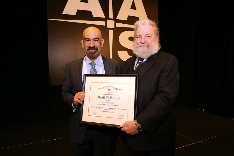 "With support from the Kavli Foundation, the science program at every AAS meeting gets under way on Monday morning with the Kavli Foundation Lecture by a distinguished astronomer. In Boston the honor went to David N. Spergel (Princeton University), whose presentation was entitled ""New Probes of Dark Energy."" Spergel (left) was introduced by AAS President David Helfand (Quest University Canada). AAS photo © 2014 Joson Images."