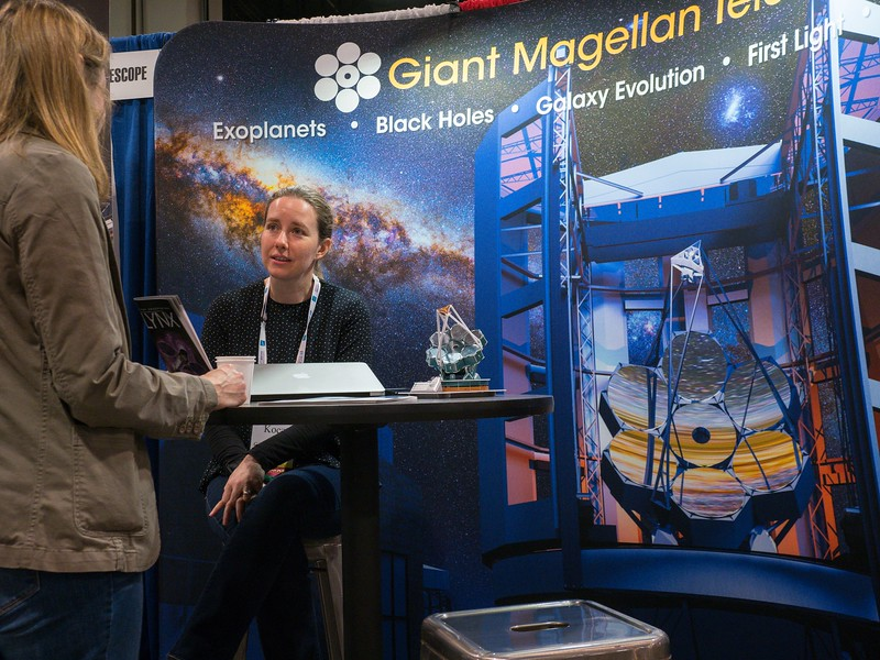 Attendees and Exhibitors chat - Friday's Exhibit Hall