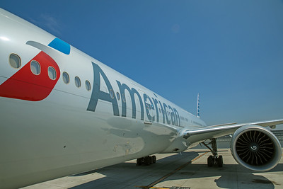 American Airlines Boeing 777-323ER N730AN 8-18-17 9