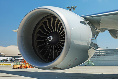 American Airlines Boeing 777-323ER N730AN 8-18-17 8