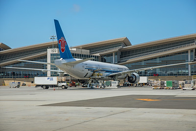 China Southern Airlines Boeing 777-31B(ER) B-2007 8-18-17