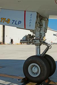 American Airlines Boeing 777-323ER N730AN 8-18-17 7
