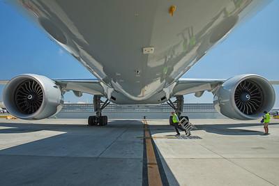 American Airlines Boeing 777-323ER N730AN 8-18-17 6