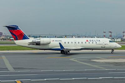 Endeavor Air Bombardier CL-600-2B19 CRJ-200ER N8688C 8-17-18