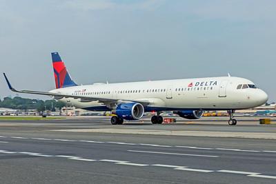 Delta Air Lines Airbus A321-211 N321DH 8-17-18