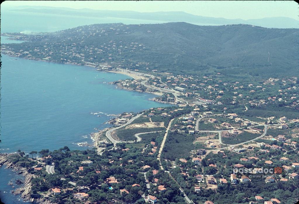 Vue aérienne des Issambres en 1976
