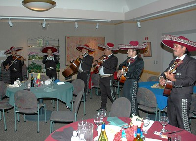 Campus Mexican dinner Mariachi band 03