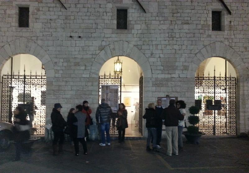 Outside Galerie Le Logge, Assisi
