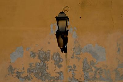 il muro e la lampada, Assisi
