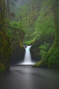 Nick Diggins workshop photo (10 minute exposure) of Punchbowl Falls in the Eagle Creek wilderness, Oregon.
