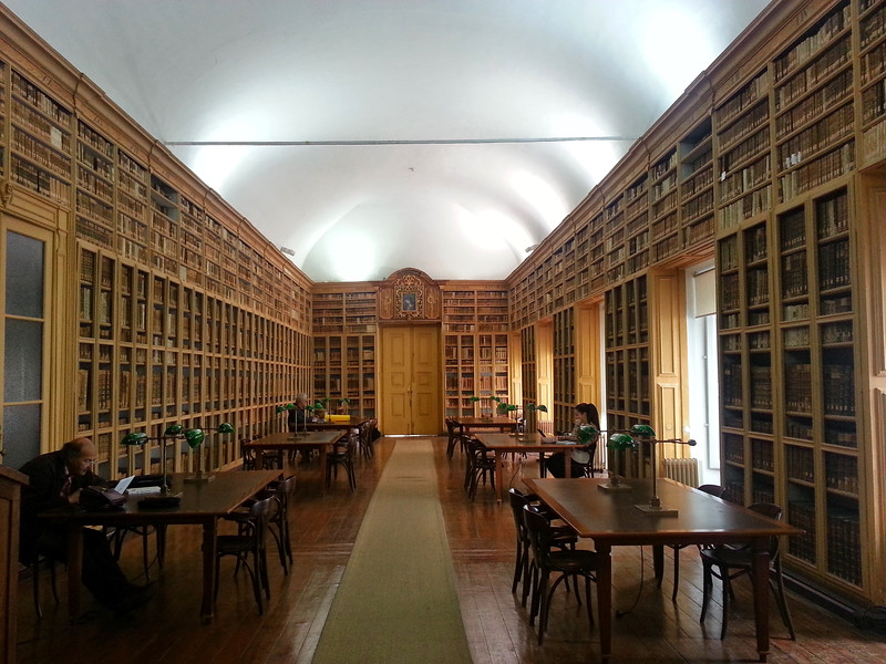 Grand library in Évora
