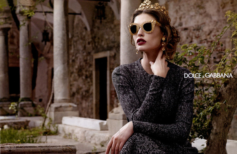 2013 DOLCE & GABBANA Fall 2013-Winter 2014  Russia (spread Elle) featuring Bianca Balti