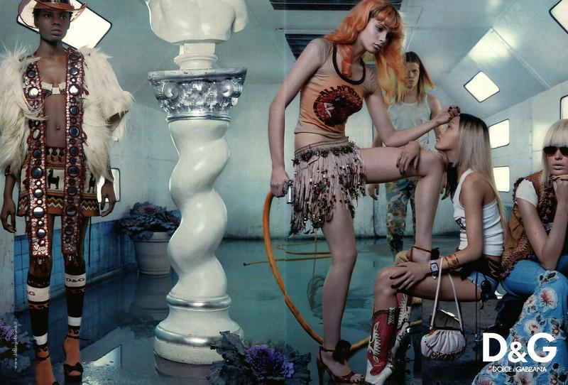 2004 DOLCE & GABBANA Spring-Summer Spain (spread Glamour)